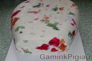 Sūrio su žele gabaliukais desertas