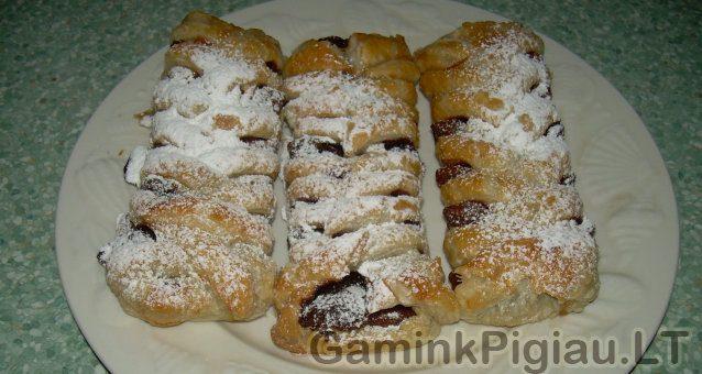 Sluoksniuotos tešlos pyragėliai su šokoladu