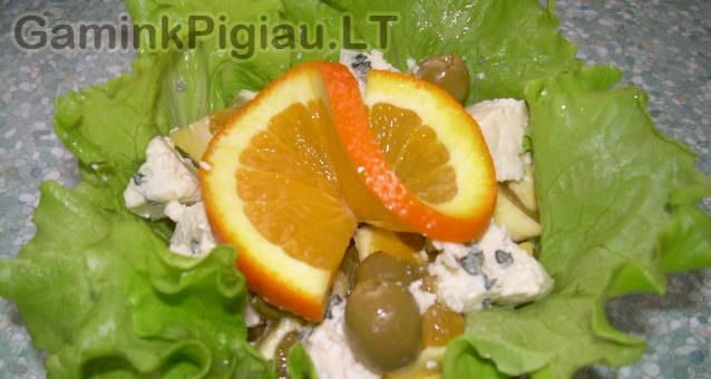 Apelsinų salotos su alyvuogėmis